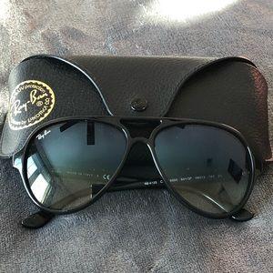 Barely used Ray Bans unisex sunglasses